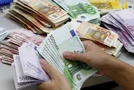 billetes en mano